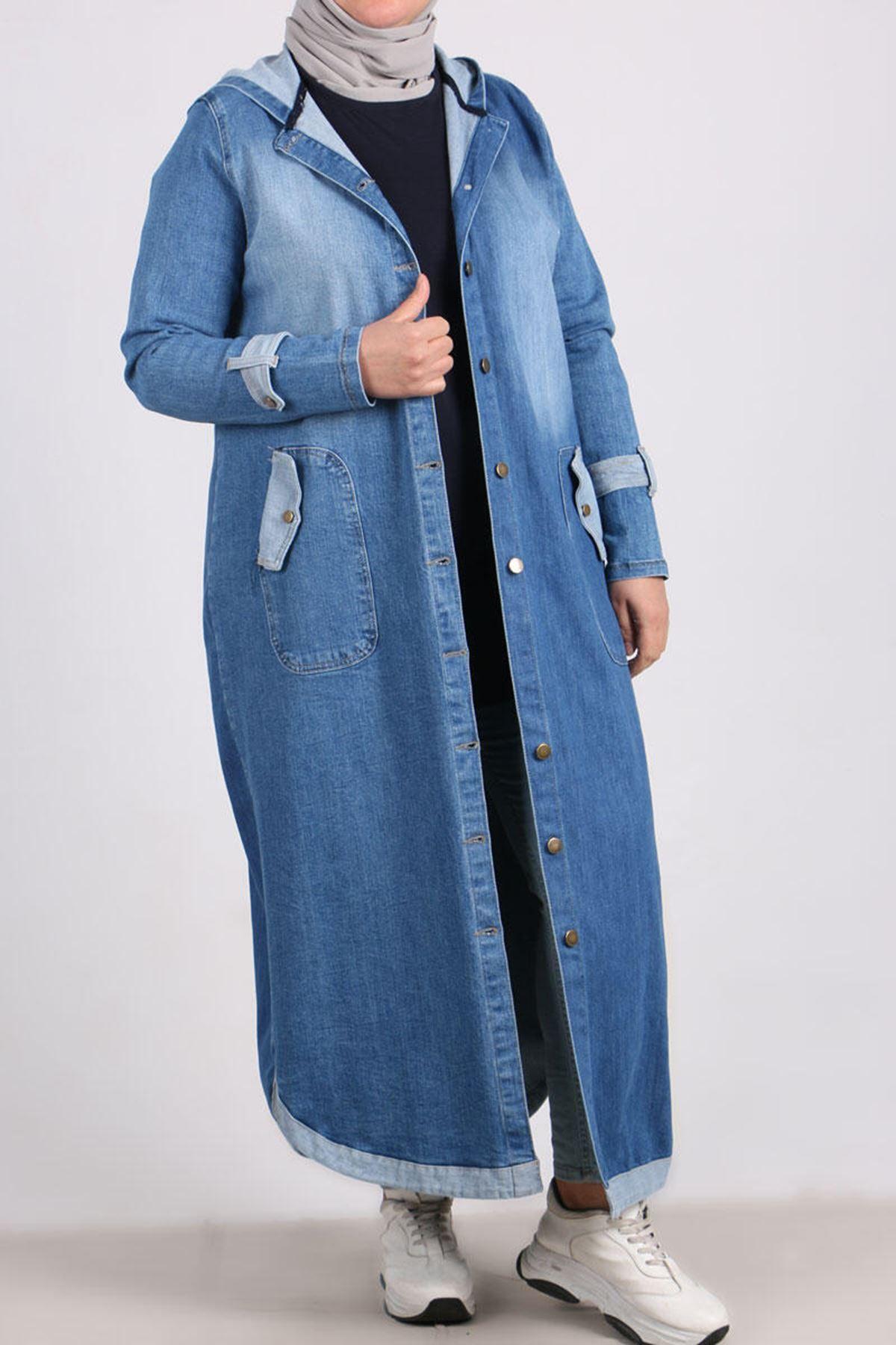 3142 كاب جينز بقبعة  و مقاس كبير - أزرق فاتح