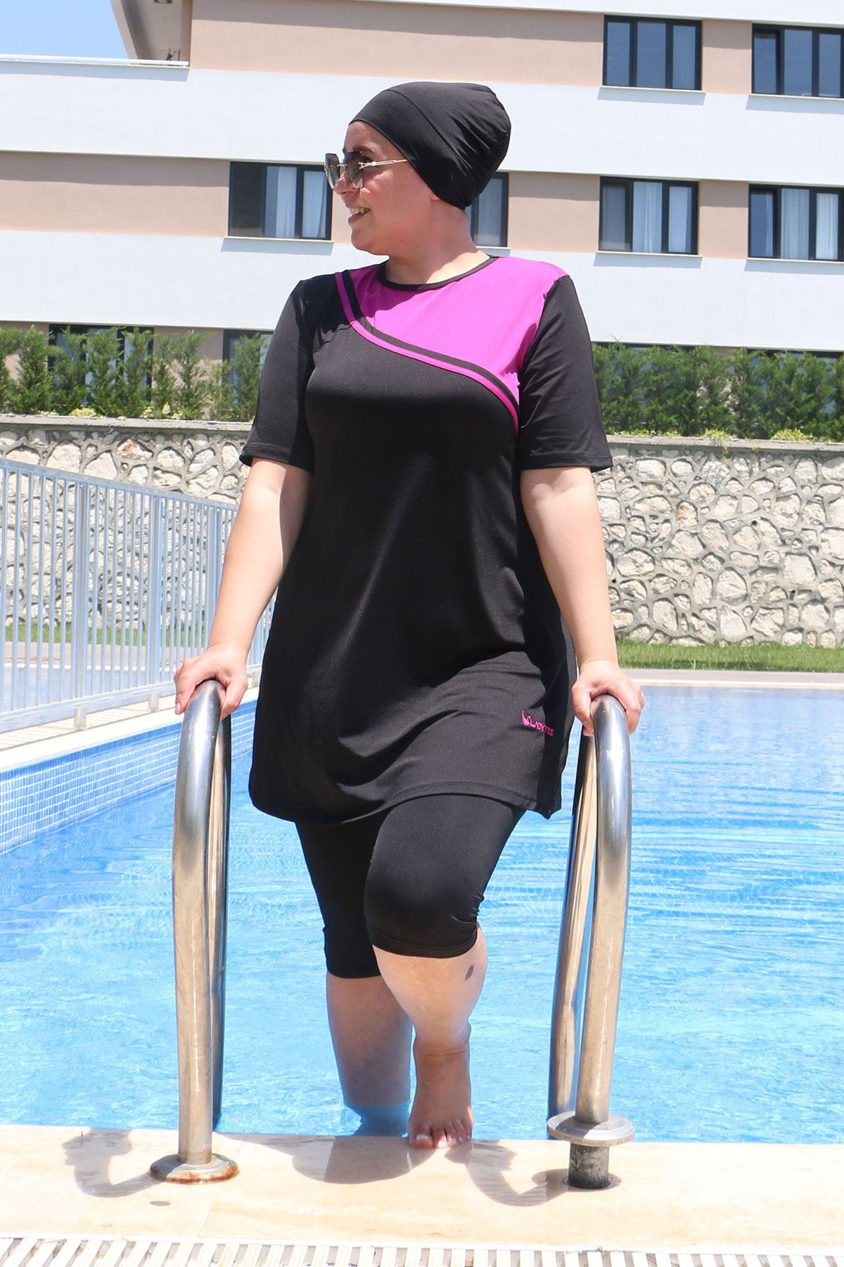 2335 ملابس سباحة  مقاس كبير نصف مغطى للمحجبات - أسود